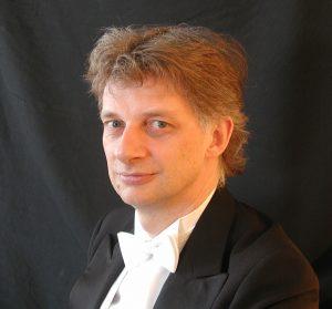 Portræt af dirigent Søren Kinch Hansen